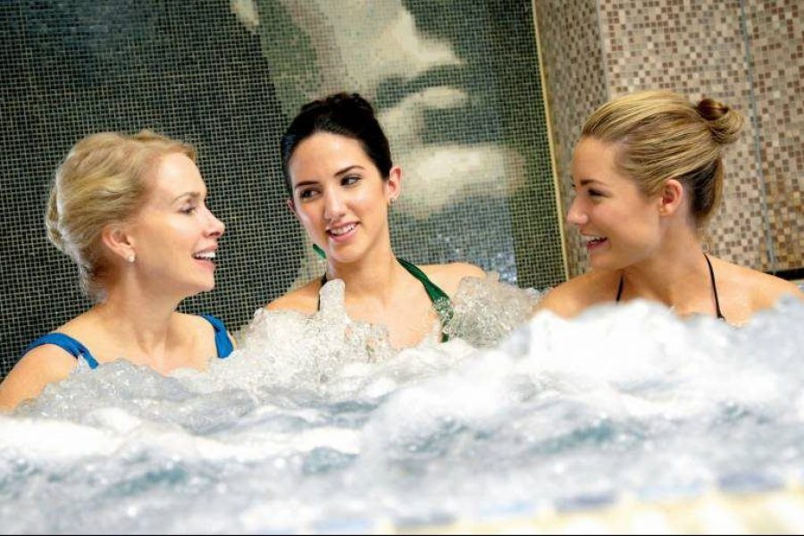 Women-in-jacuzzi